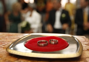 Рада намерена принять закон о лицензировании брачных агентств и бюро знакомств