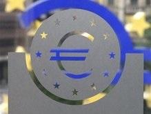 Евро упал по отношению к доллару до годового минимума