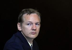 Майкл Мур перечислил деньги на освобождение Ассанжа