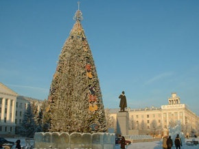 Российский подросток с дедушкиной шашкой напал на новогоднюю елку