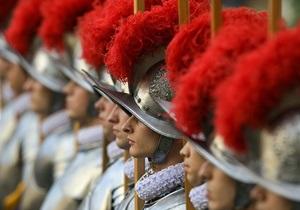 Швейцарские гвардейцы будут охранять Бенедикта XVI еще два дня
