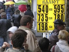 В столичных обменниках не хватает валюты. Банки вводят комиссию на валютные операции