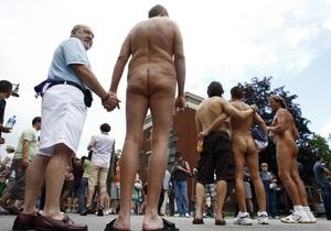 Руководство американского вуза заставляет студентку посещать гей-парады