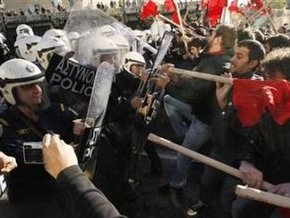 В Афинах произошли столкновения между анархистами и ультраправыми