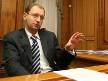 Яценюк подписал закон о бюджете. Очередь за Ющенко