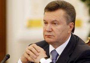 Янукович поздравил налоговиков и призвал их искоренить коррупцию
