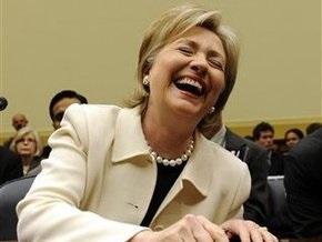 Клинтон не смогла провести встречу из-за аллергии