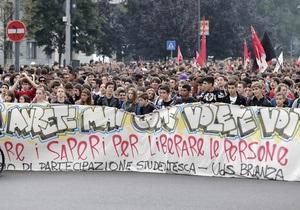 В Италии в 90 городах десятки тысяч учащихся и преподавателей вышли на акции протеста