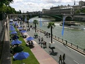 В Париже открыли пляжи для пострадавших от экономического кризиса