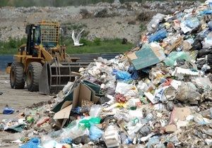 В Тернополе десятый день подряд не вывозят мусор