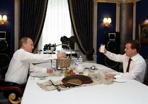 Путин уверен, что члены Единой России будут пить только отечественный чай и вино