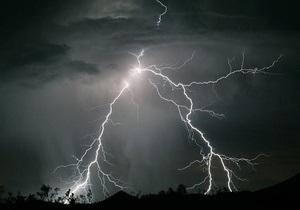В Уганде молния убила 18 детей