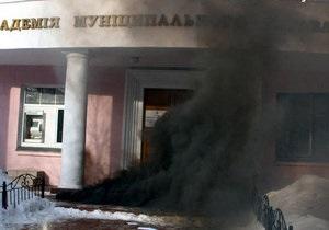 Киевские ультраправые забросали дымовыми шашками избирательный участок