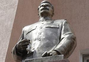 В Запорожье облили краской памятник Сталину