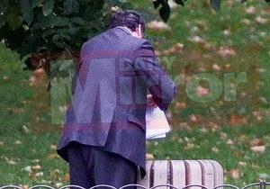 Чиновник британского правительства выбросил документы в урну в парке