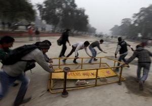 В Нью-Дели  протестующие пытались прорваться к резиденции президента