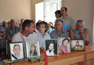 Родственники убитых сотрудников Приватбанка возмущаются и теряют сознание в суде