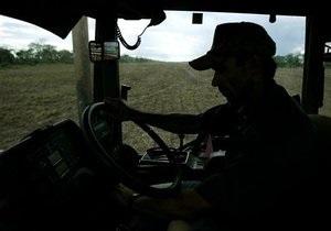 В Херсоне под землю провалился трактор