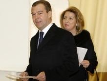 СМИ: Несгибаемая Светлана сделала из Медведева президента России