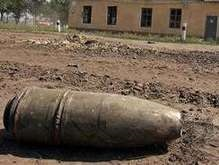На горящих армейских складах хранится более 90 тысяч тонн снарядов