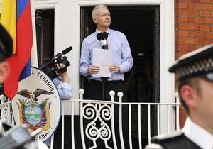 Джулиан Ассанж готов жить в посольстве Эквадора год