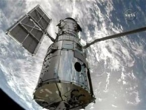 Шаттл Atlantis успешно состыковался с телескопом Hubble