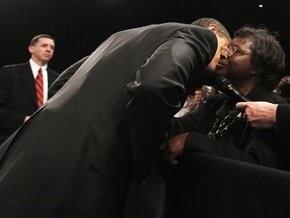 Обама поцеловал бездомную американку, попросившую о помощи