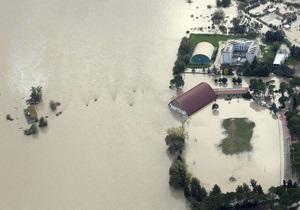 Рим оказался под угрозой наводнения. Затоплены окресности столицы, закрыт исторический мост