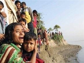 Число жертв крушения парома в Бангладеш достигло 38 человек