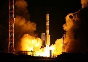 Российская ракета-носитель упала на Байконуре на первой минуте старта