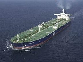 СМИ: Пираты требуют за супертанкер с нефтью $25 млн