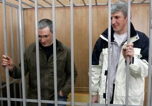 Московский суд продлил арест Ходорковскому и Лебедеву