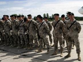 Правительство Латвии разрешило наказывать солдат понижением зарплаты
