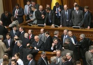 Бютовцы заблокировали Раду и развесили плакаты Руки прочь от Тимошенко!