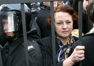 Янукович уволил Станик через день после восстановления в должности