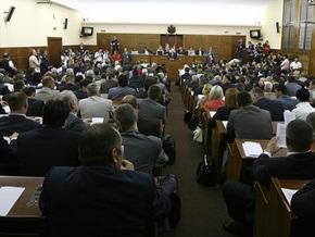Депутат парламента Сербии кинула туфлю в заместителя спикера