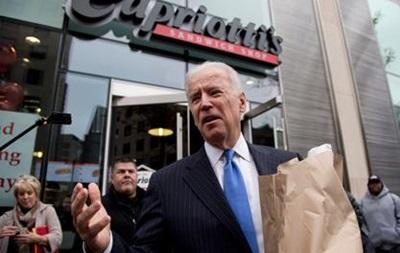 Вице-президенту США пришлось одолжить деньги на еду в кафе