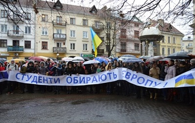 Более тысячи студентов Ивано-Франковска вышли на Евромайдан