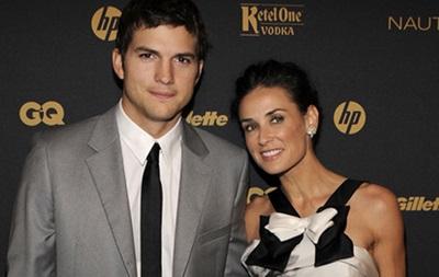 Мур и Катчер официально разведены