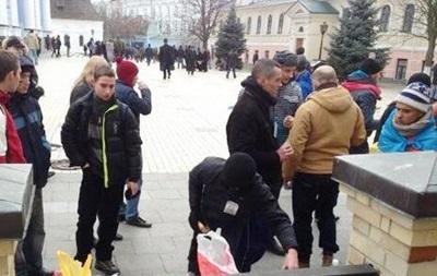 На территории Михайловского собора находятся до 500 студентов с Евромайдана