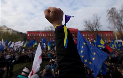 Митингующие заняли Майдан. Сооружения коммунальщиков снесены