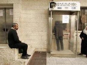 Израиль продолжает блокаду сектора Газа: в банках закончились наличные