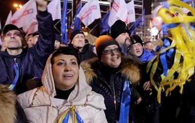 Жена Кличко спела со сцены Майдана песню Нины Матвиенко