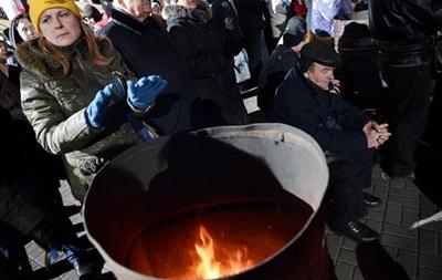 В отряды самообороны на Майдане записалось 2,8 тысяч человек, протестующие захватили еще одно здание