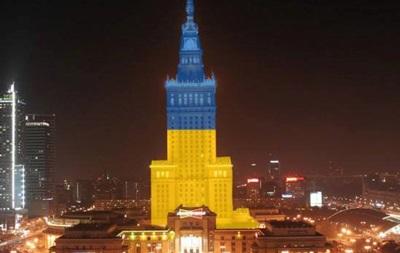 Потльша - Варшава - Евромайдан - солидарность - флаг - Украина - Самое высокое здание Польши стало сине-желтым в знак солидарности с Евромайданом
