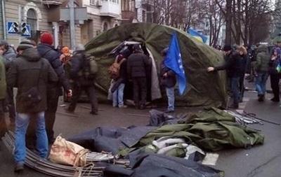 Палатки будут стоять, пока глава МВД не покинет свой пост - УДАР