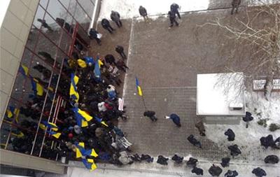 В Киеве около 150 неизвестных блокируют представительство ЕС - пресс-атташе