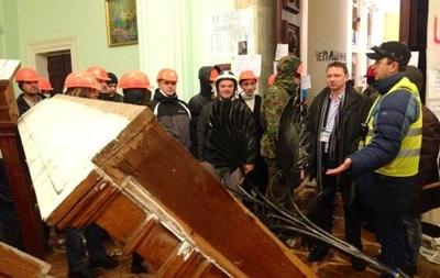 Информация о взятии КГГА не подтвердилась, здание баррикадируют изнутри