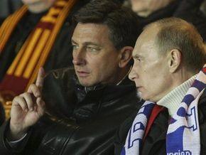 За победу над россиянами словенский премьер почистил бутсы футболистам своей страны