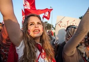 В Тунисе тысячи митингующих снова потребовали отставки правительства